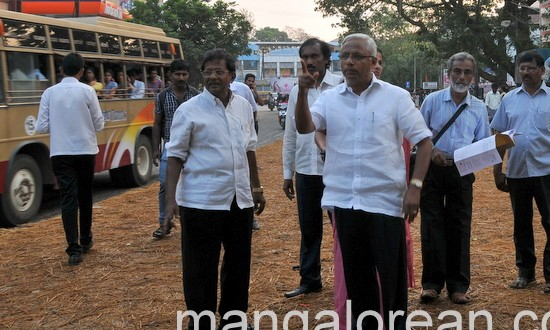 Mangaluru: MLA J R Lobo Inspects Kadri – Nanthur Road concreting work