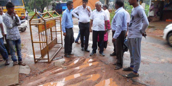 ಶಾಸಕ ಜೆ.ಆರ್.ಲೋಬೊ ಅವರು ಇಂದು ಮುಂಜಾನೆ ಗುಜ್ಜರಕೇರಿ ಬಳಿ ಒಳಚರಂಡಿ ಸಮಸ್ಯೆ ಬಗ್ಗೆ ಸ್ಥಳ ಪರಿಶೀಲನೆ ಮಾಡಿದರು